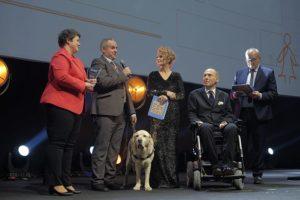 Nagrodę odebrał kierownik Biura ds. Osób Niepełnosprawnych UW, Paweł Wdówik